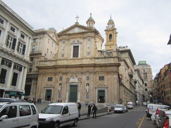 Chiesa del Gesu e dei Santi Ambrogio e Andrea : Вид с пл. матеотти