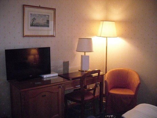 Grand Hotel Santa Lucia : Desk in room -