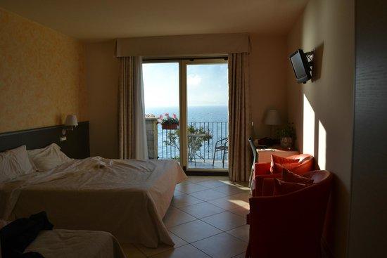 Hotel Lumin: Habitación