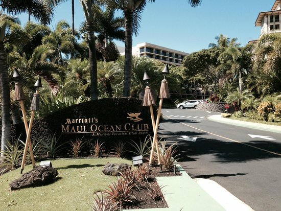 Marriott's Maui Ocean Club  - Lahaina & Napili Towers : Entrance to our home for the week!!