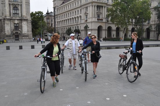 Budapest Bike Breeze: Pushing the bikes in Parliament square