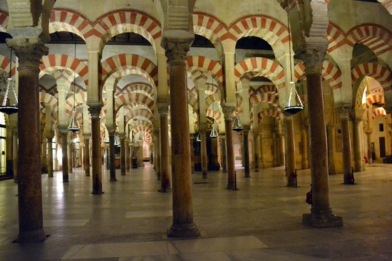 Arcos de ladrillo y piedra rojo y beig picture of mezquita cathedral de cordoba cordoba - Mezquita de cordoba visita nocturna ...