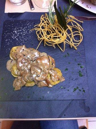 Q. B. Quanto Basta : Ravioloni ripieni di porcini e patate con tartufo e porcini