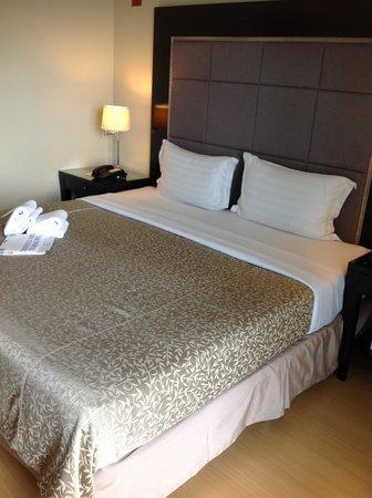 Somerset Millennium Makati: ベッドは広くて寝心地よいです