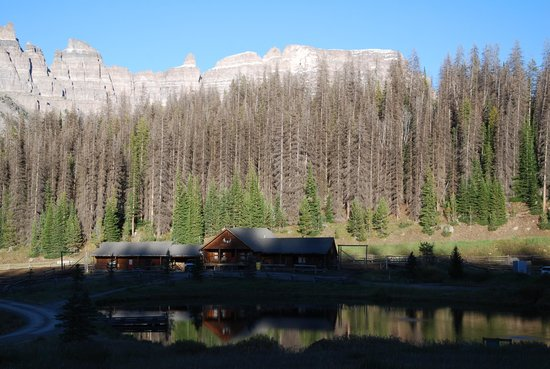 Brooks Lake Lodge and Spa: The mountains behind the stables