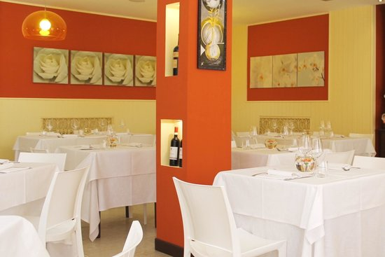 Viver One Restaurant & Pizza : La sala interna.