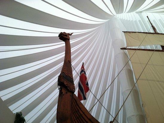Heritage Hjemkomst Interpretive Center: Viking ship