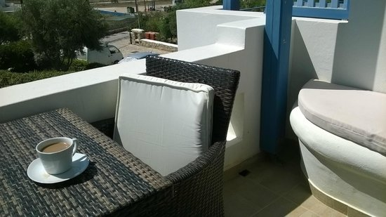 Hotel Niriides: Large terrace with table & chairs plus a built in lounger seat