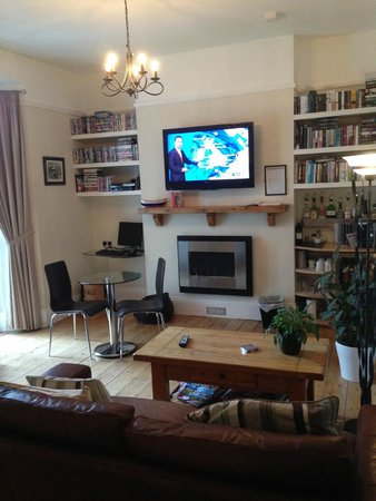 St.Bernards Guesthouse: Living area
