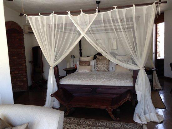 Tintswalo Safari Lodge: Beautiful bed in Grant Suite