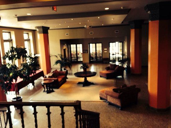 Grand Eastonian Hotel & Suites : The lobby.
