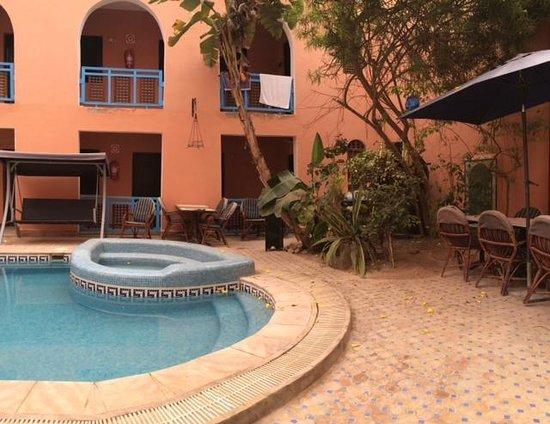 Riad Imourane: Pool & Dining