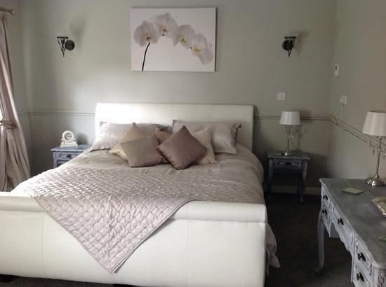 The Swan Motel: Room 12