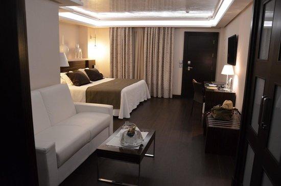 Vincci Seleccion Aleysa Hotel Boutique & Spa: notre chambre, avec le champagne!