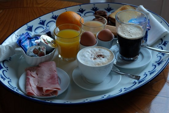 Suite Oriani: breakfast served in room