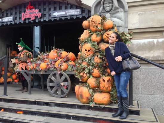 The London Dungeon : AT THE ENTRANCE OF LONDON DUNGEON