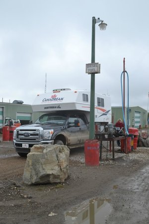 Dempster Highway: Tankstopp in Eagle Plains