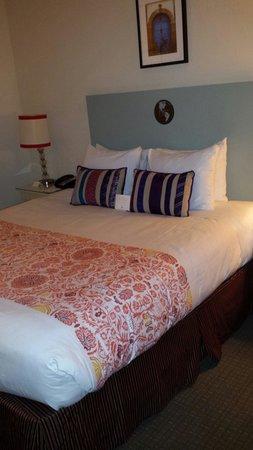 Hotel Carlton, a Joie de Vivre hotel: Cumfy bed
