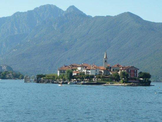 Villa Toscanini: Approaching Isola Supriore dei Pescatori