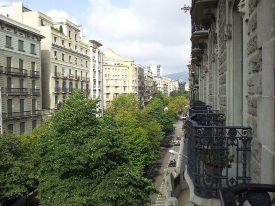 Hotel HCC Regente: One direction of the balcony view - Nice