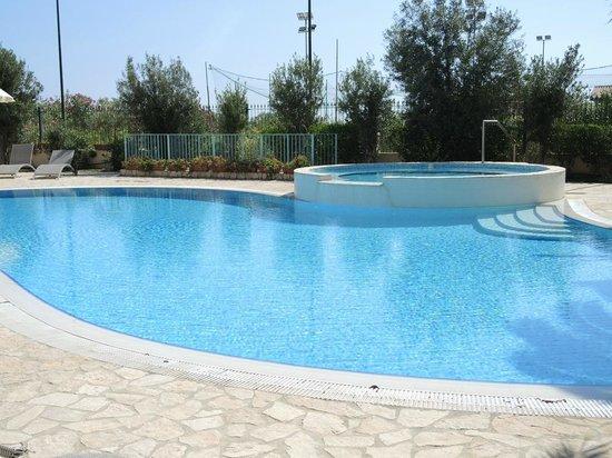 Hotel il Vascello: Piscina e vasca idromassaggio