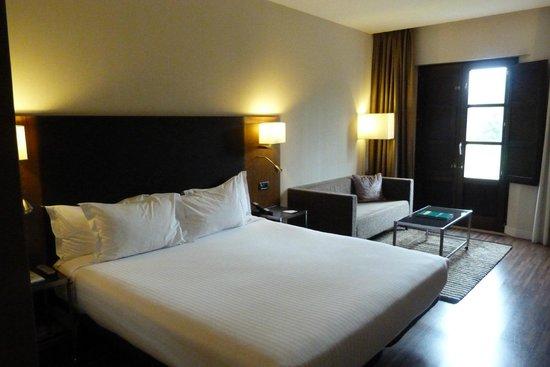 Hotel Oca Vila de Allariz: Cama de Matrimonio muy comoda