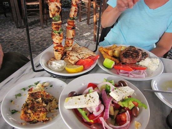 Restaurant Raki: chicken kebab, salad and meat patties