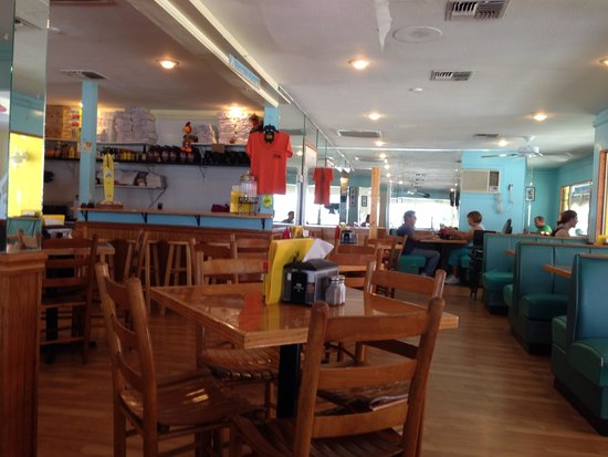 Beach Shanty Cafe: Inside restaurant