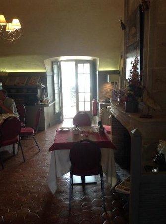 Relais Louis XI - hotel : belle salle petit dejeuner