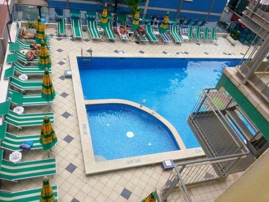 Hotel Kennedy: Hotel pool