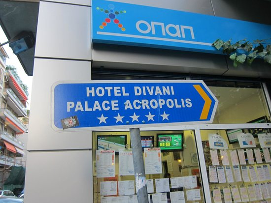 Divani Palace Acropolis: signs make it easier to find hotel