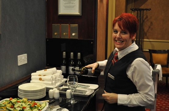 Newcastle Marriott Hotel Gosforth Park: Canapes etc in the evening - Executive Lounge - host Debra