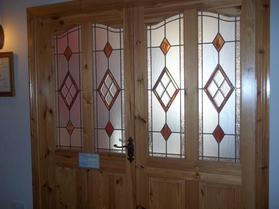 Church View Bed and Breakfast: breakfast room doors