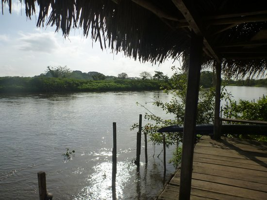 La Esquina Del Lago: Rio Frio directly in front of the house