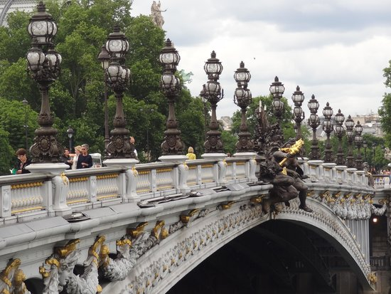 Unique Paris Private Tours : A very famous bridge