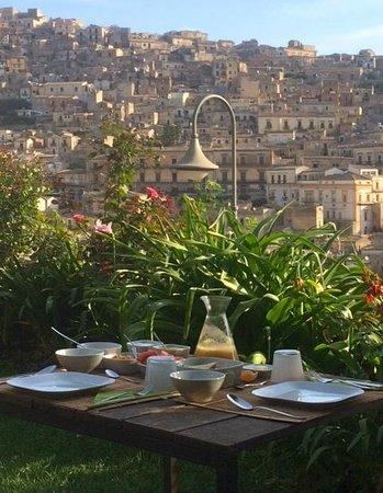 Casa Talia: Breakfast with a view!