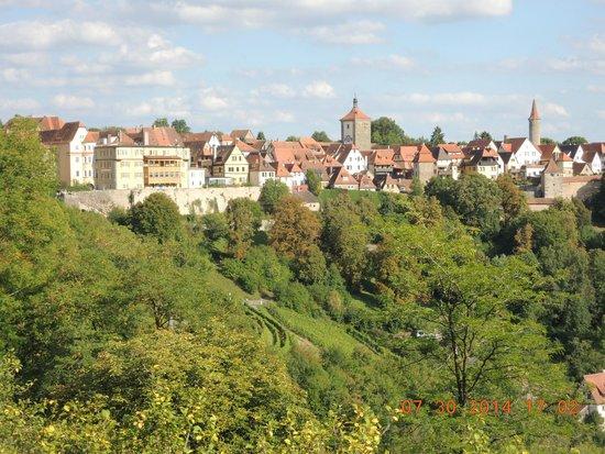 Burggarten: 渓谷に囲まれた景色