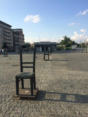 Krakow Free Walking Tour: Jewish ghetto memorial across the bridge