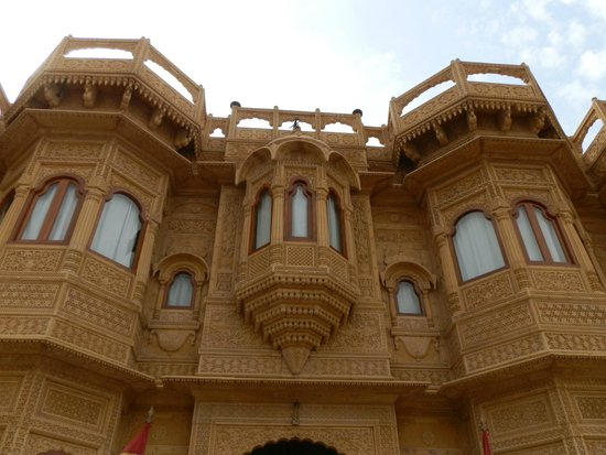 Hotel Lalgarh Fort And Palace : Hotel Front