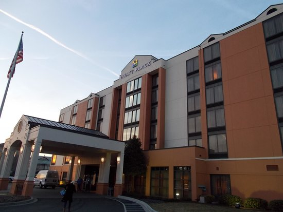 Hyatt Place Greensboro: Great location, minutes to coliseum and 15 mins to airport
