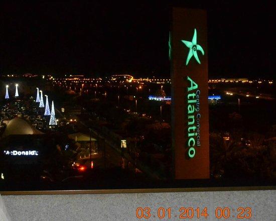 Elba Vecindario Aeropuerto Business & Convention Hotel: Вид с террасы ночью