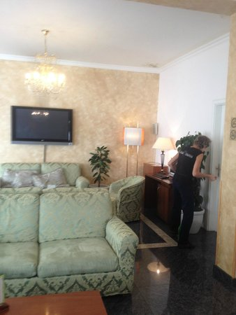 Hotel Louis Leger : lobby, reception area