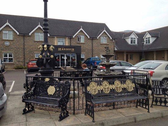 The Harbour Inn: Harbour Inn Entrance, from Derry Road