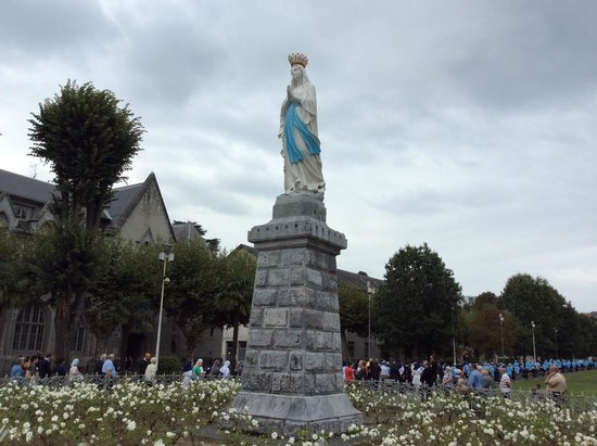 Panorama Hotel : Statue of the crowned virgin
