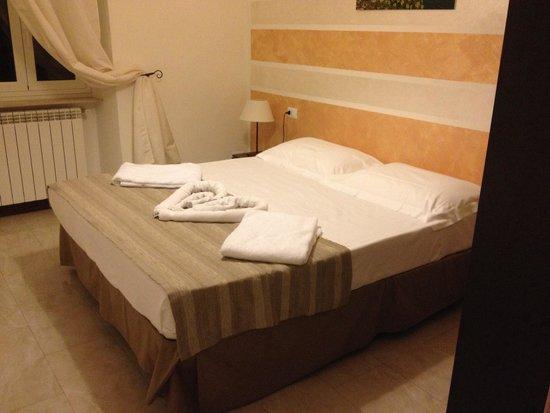 Crismar Hotel: Chambre principale/Double de l'appartement.