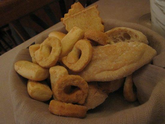 Vini da Gigio: complimentary bread basket