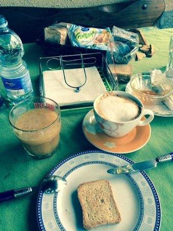 Ethnohotel B&B Villa Rosa dei Venti: very basic breakfast