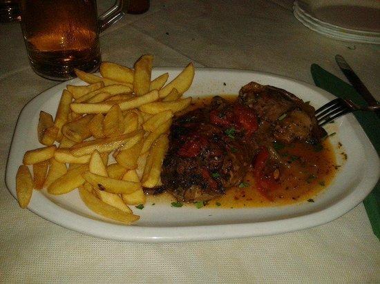 Santorini Restaurant : Delicioso cordero al horno,perfectamente cocinado en su punto.Se deshacía en la boca.
