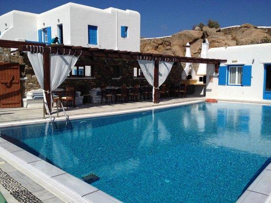 Maganos Apartments: Zona piscina