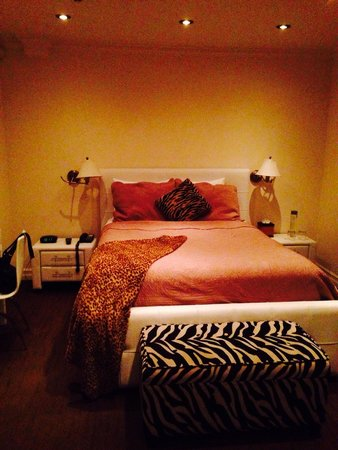 Hotel Kutuma: chambre